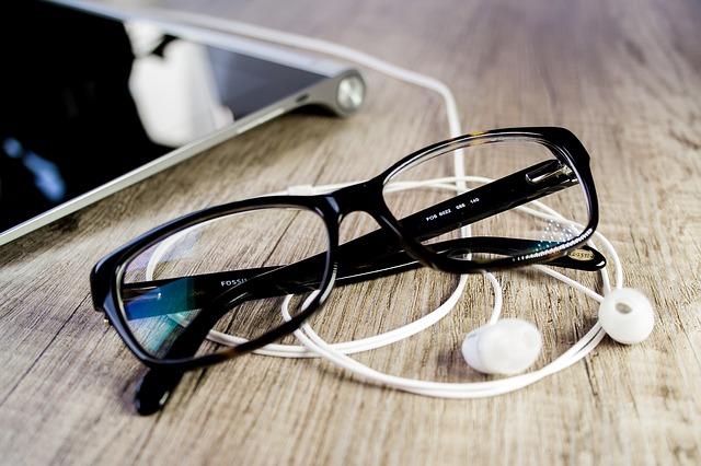 glasses-664078_640
