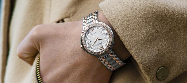 wristwatch-1149669_640